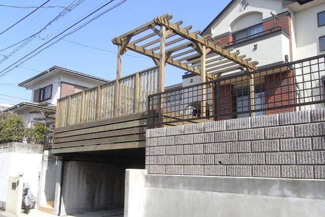 神奈川県横浜市港南区の車庫上・ガレージウッドデッキ施工例