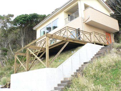 千葉県南房総市の傾斜地・ハイデッキウッドデッキ施工例
