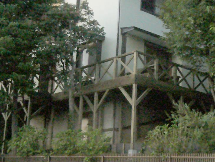 神奈川県川崎市宮前区の傾斜地・ハイデッキウッドデッキ施工
