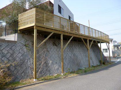 千葉県市原市の傾斜地・ハイデッキウッドデッキ施工例