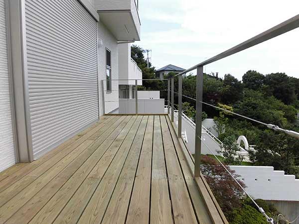 神奈川県湯河原町の傾斜地・ハイデッキウッドデッキ施工
