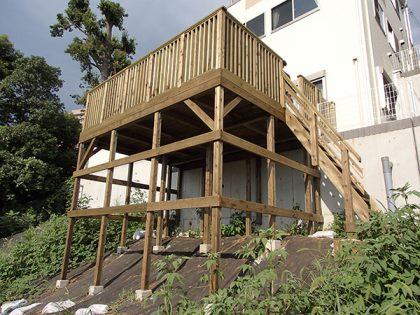神奈川県横浜市港北区の傾斜地・ハイデッキウッドデッキ施工