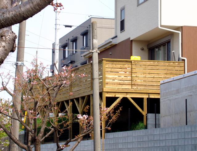 神奈川県茅ケ崎市の傾斜地・ハイデッキウッドデッキ施工例
