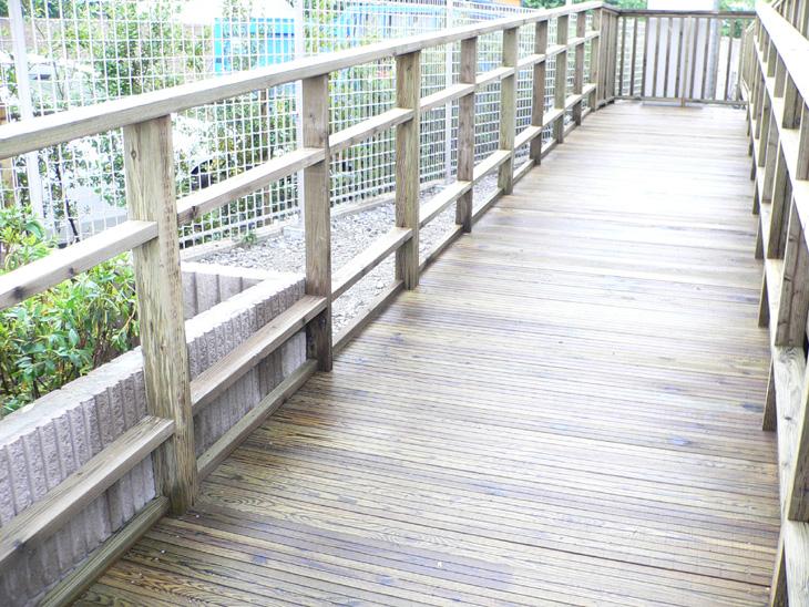 市立保育園ウッドデッキスロープ