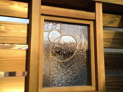 ウッドデッキ施工例 ウッドフェンス ステンドグラス埋め込み