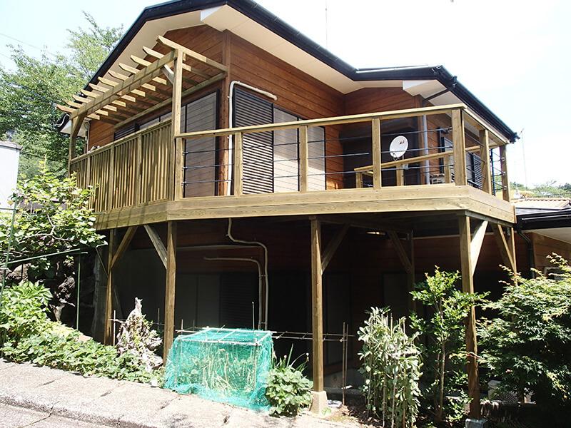 静岡県伊東市の傾斜地・別荘ウッドデッキ施工例