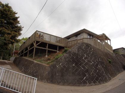 神奈川県秦野市の傾斜地ウッドデッキ
