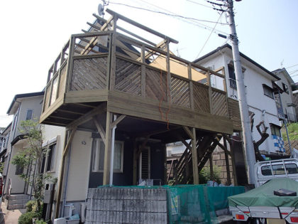 神奈川県秦野市の車庫上ウッドデッキ