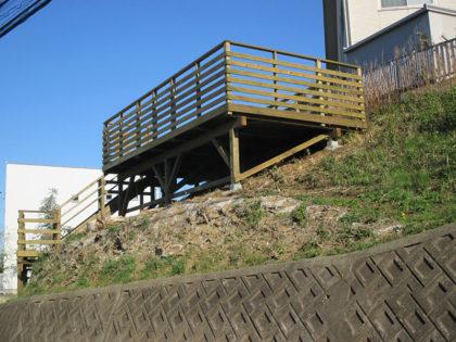 千葉県中央区 傾斜地ウッドデッキ施工